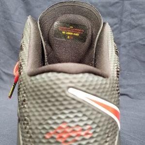 Nike Air Max Zoom Mr Lebron James 828 Shoes